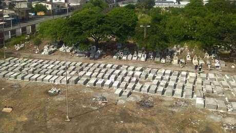 No Equador, novos túmulos tiveram que ser construídos devido ao alto número de mortes por covid-19