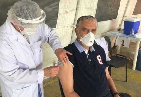 Presidente do Athletico tomou a segunda dose do imunizante (Reprodução/Twitter @Monivilela)