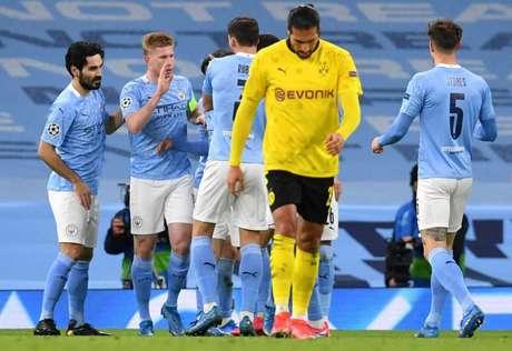 Manchester City terá a vantagem no jogo de volta das quartas de final (Foto: PAUL ELLIS / AFP)