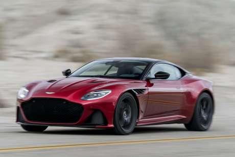 Aston Martin DBS Superleggera acelera de 0 a 100 km/h em 3,4 segundos e alcança os 340 km/h de velocidade máxima.