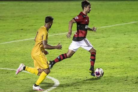 Rodrigo Caio em ação na partida contra o Madureira (Foto: Marcelo Cortes/Flamengo)