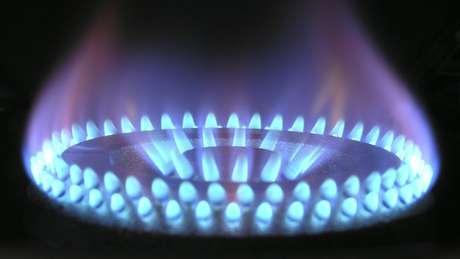 Apenas 8% das famílias brasileiras usam gás encanado (como é popularmente chamado o gás natural), mas mesmo quem está fora deste percentual pode sofrer reajuste