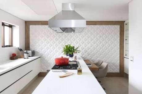 29. Azulejo 3D branco para cozinha – Foto Patricia Bergantin