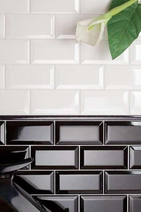 39. Azulejo 3D preto e branco para cozinha moderna – Foto Flashmode