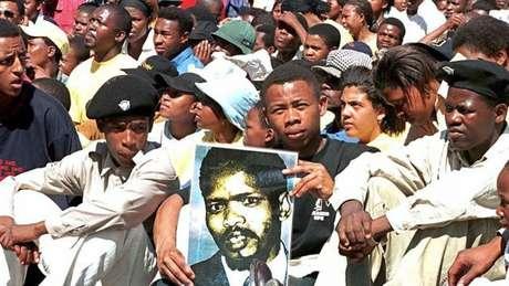 Steve Biko esteve por trás do movimento contra apartheid na África do Sul e buscava valorizar a estética negra