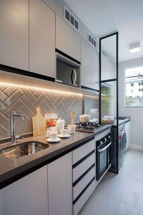 31. Azulejo 3D cinza com armários brancos – Foto Casa de Valentina