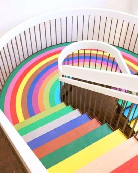 11. Piso colorido transforma decoração de escolas infantis. Fonte: Pinterest