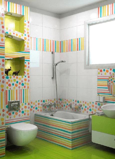 22. Para deixar a decoração do banheiro infantil mais alegre aposte no piso colorido. Fonte: Pinterest