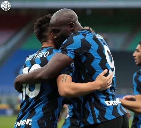 A dupla Lautaro e Lukaku decide mais uma vez para a Internazionale (Foto: Divulgação/Internazionale)