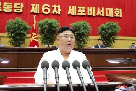 Kim Jong-un durante uma conferência