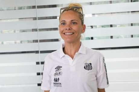 Christiane Lessa é a nova técnica das Sereias da Vila (Foto: Pedro Ernesto Guerra Azevedo/SantosFC)