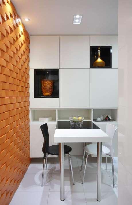 10. Sala com azulejo 3D laranja – Foto Pinterest