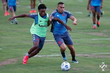 Léo Jabá treinou e está pronto para estrear pelo Vasco ao lado de Morato (Rafael Ribeiro/Vasco)