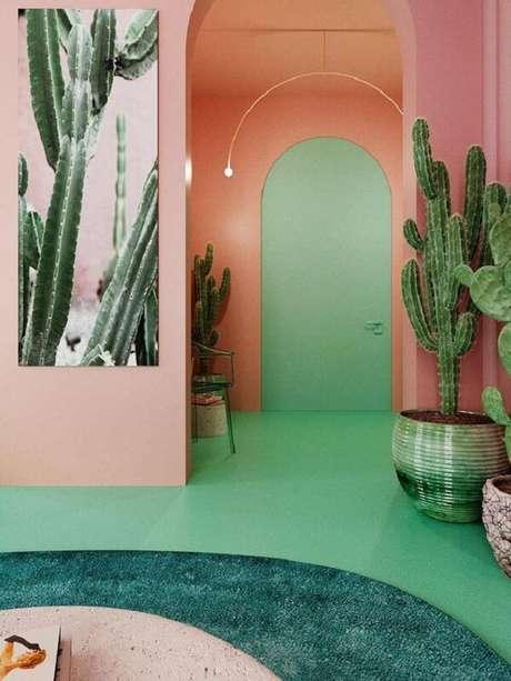 23. O piso colorido verde se mistura com a tonalidade das plantas. Fonte: Pinterest