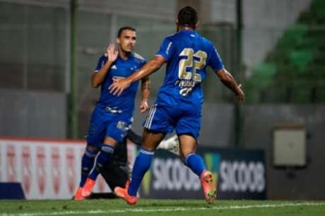 Felipe Augusto e Pottker garantiram os três pontos para a Raposa contra o Coimbra-(Bruno Haddad/Cruzeiro)