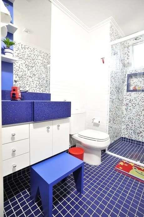 31. O piso colorido é perfeito para decorar o banheiro infantil. Fonte: Ana Cristina Nigro Malta