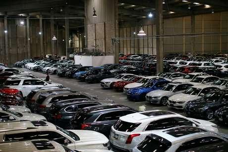 Carros estacionados em uma garagem da Kavak, na Cidade do México. 25/8/2020. REUTERS/Edgard Garrido