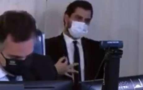 Filipe Martins faz gesto controverso durante sessão com chanceler no Senado