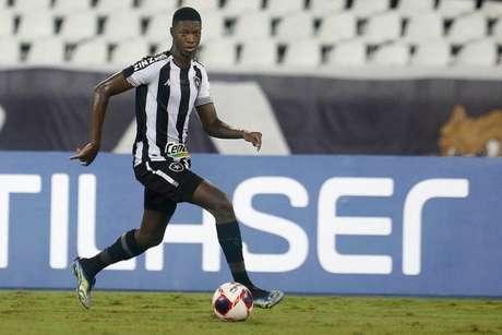 Matheus Babi em ação pelo Botafogo (Foto: Vitor Silva/Botafogo)