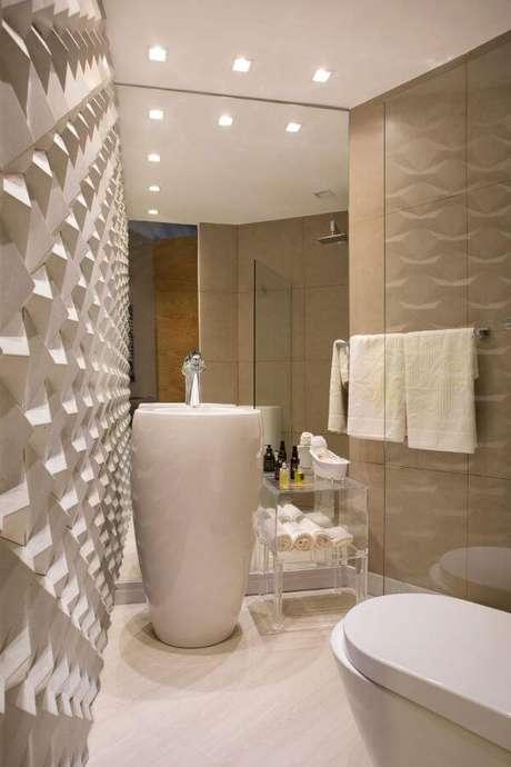 45. Banheiro com azulejo 3D em off white – Foto Pinterest