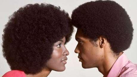 """Movimento pelos direitos civis nos EUA popularizou o """"black is beautiful"""""""