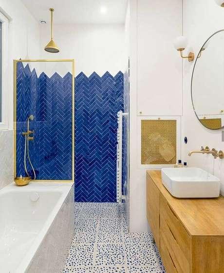 26. Azulejo 3D azul royal e branco – Foto Casa Abril