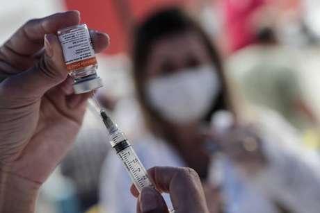 Câmara aprovou o texto-base de polêmico projeto para a compra de vacinas pelo setor privado