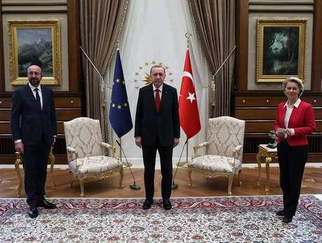 Tayyip Erdogan recebe Charles Michel e Tayyip Erdogan em Ancara