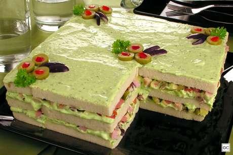 Guia da Cozinha - Bolo salgado de frios com maionese de ervas fácil e delicioso