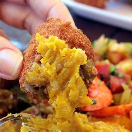 Aprenda como fazer acarajé em casa
