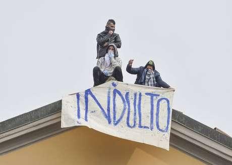 Detentos protestam na penitenciária de San Vittore, em Milão, para pedir indulto, em 9 de março de 2020