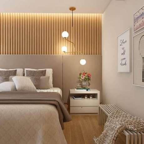 34. Luminária pendente moderna para decoração de quarto bege e cinza planejado – Foto: Pinterest
