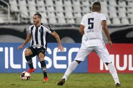 Pedro Castro estreou com a camisa do Botafogo na vitória por 3 a 0 sobre o Resende (Foto: Vitor Silva/Botafogo)