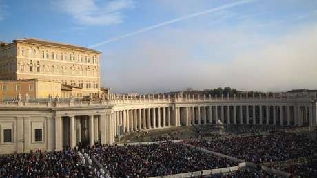 Obras de Papa Alexandre 7º marcam o Vaticano até hoje, como o conjunto de colunas da Praça São Pedro, do escultor e arquiteto Gian Lorenzo Bernini