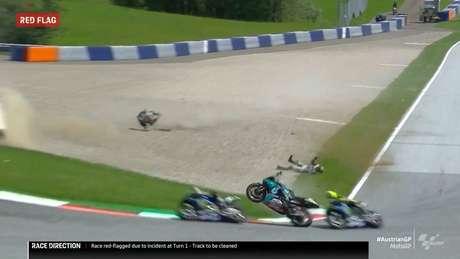 O assustador acidente que a dupla da Yamaha escapou