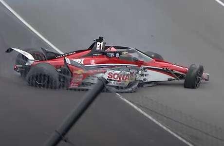Rinus VeeKay saiu andando após bater forte no muro do Indianápolis Motor Speedway