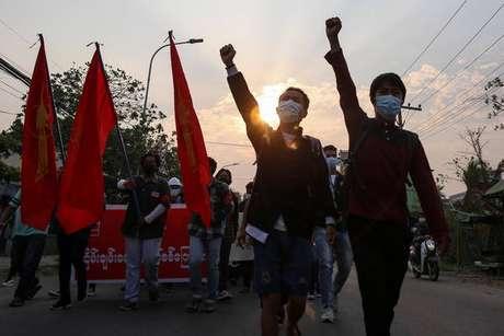 Myanmar tem protestos diários contra o golpe militar de 1º de fevereiro