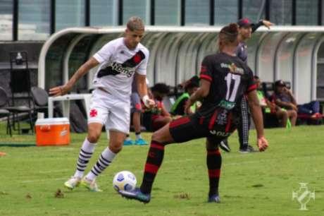 JP Galvão em ação contra o Planaltina-DF (Foto: João Pedro Isidro/Vasco)