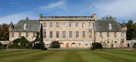 Philip estudou no internado de Gordonstoun, na Escócia