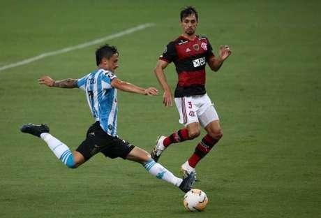 Rodrigo Caio foi expulso contra o Racing e tem suspensão a cumprir na Libertadores (Foto: AFP)