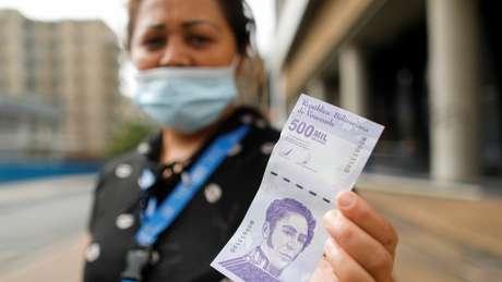 Nova nota de meio milhão de bolívares mal vale US$ 0,25
