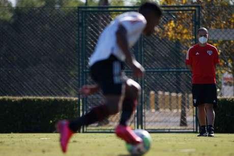 Alex comandou seu primeiro treino no sub-20 do São Paulo (Foto: Miguel Schincariol/Saopaulofc.net)