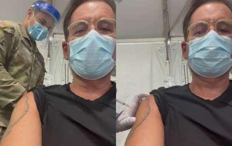 Leandro Hassum sendo vacinado contra covid-19