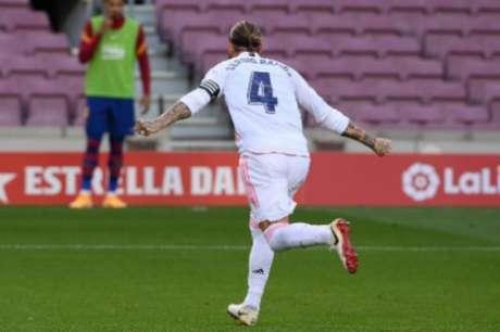 Autor de gol no primeiro turno, Ramos será desfalque neste sábado (LLUIS GENE / AFP)