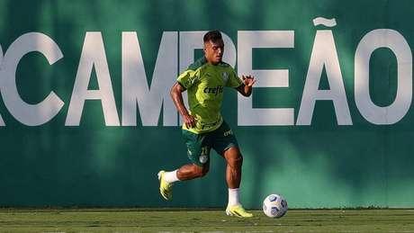 Gabriel Menino voltou a treinar com o elenco nesta tarde (Foto: Cesar Greco/Palmeiras)