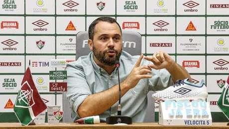 Mário Bittencourt, presidente do Fluminense, em coletiva no CT (Foto: LUCAS MERÇON / FLUMINENSE F.C.)