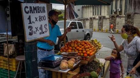 Quase tudo já é vendido em dólares na Venezuela