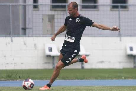 Joel Carli em ação pelo Botafogo. Zagueiro está fora do jogo contra o Volta Redonda (Foto: Vítor Silva/Botafogo)