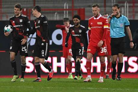 Bayern e Union Berlin se enfrentam neste sábado (Foto: TOBIAS SCHWARZ / AFP / POOL)