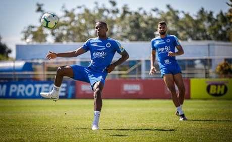 Cacá havia dito em uma rede social que acionaria o Cruzeiro se não houvesse um acerto com ele-(Vinnciius Silva/Cruzeiro)
